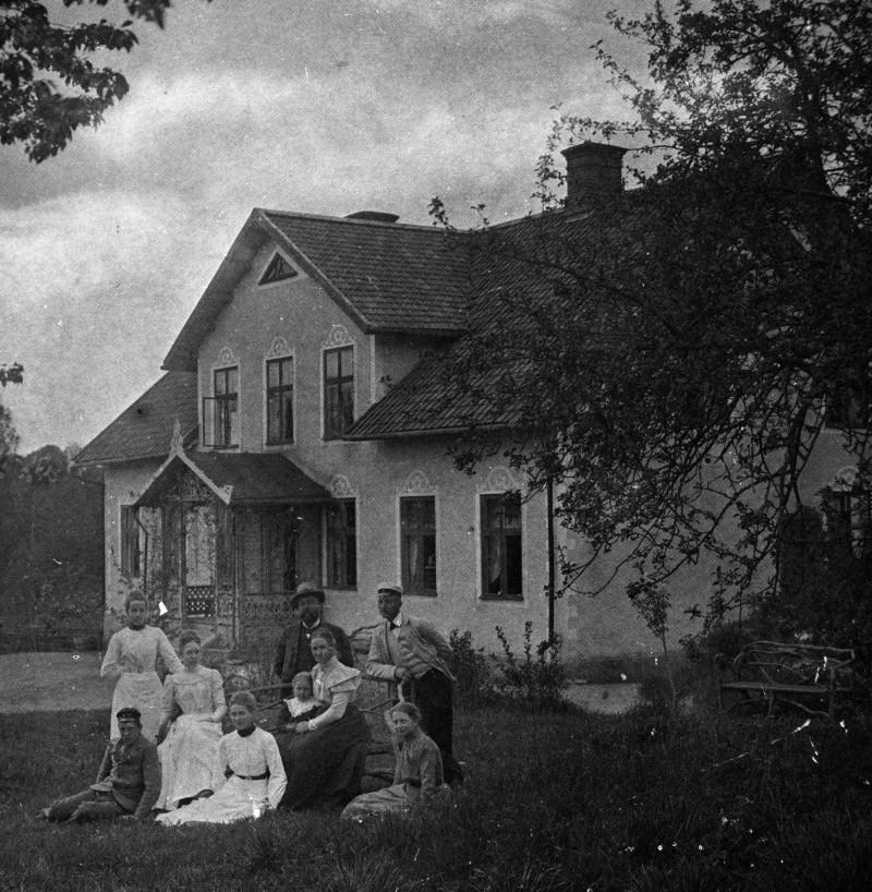 Prästgården 1908. Elg